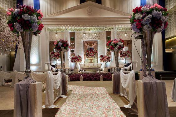 #mawarprada #dekorasi #pernikahan #pelaminan #wedding #decoration #romantic #elegant #colonial #betawi #jakarta more info: T.0817 015 0406 E. info@mawarprada.com www.mawarprada.com
