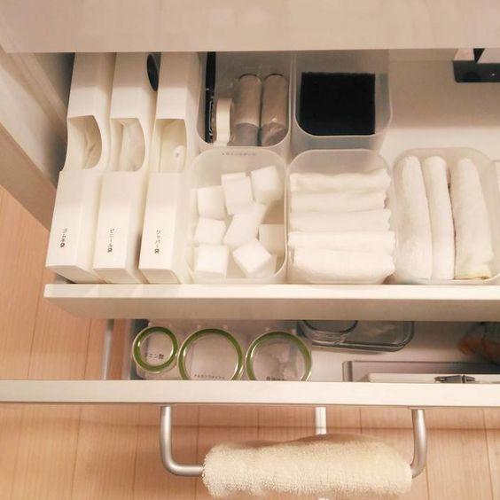 キッチンのシンク下は どのように活用していますか 手が届きやすい場所だからつい何でも詰め込んでしまって 結果使い勝手が悪くなってしまうことも 100均グッズを使って シンク下をスッキリ収納しちゃいましょう
