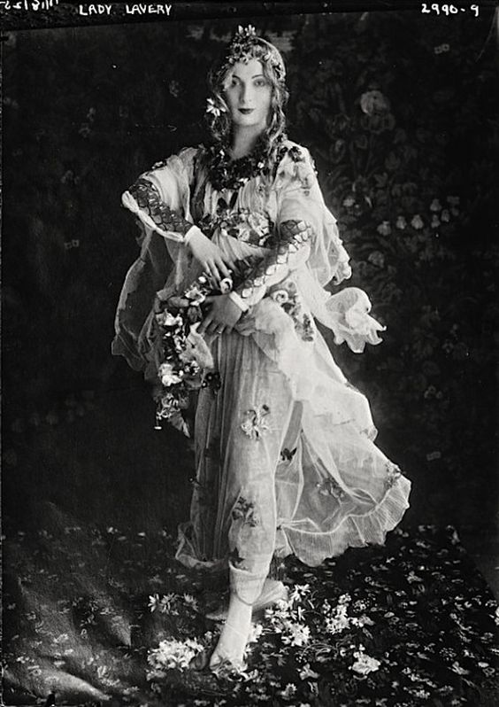 Hazel Lavery (Lady Lavery) posing as Flora from Sandro Botticelli's painting 'Primavera' (between 1910-1915):