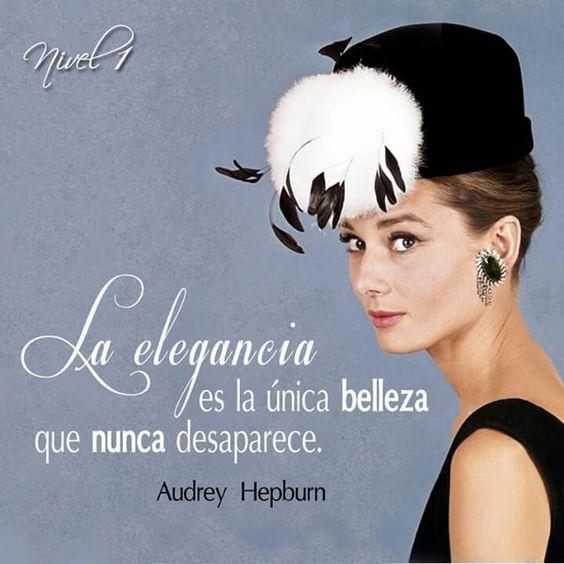 """""""La elegancia es la única belleza que nunca desaparece"""". Audrey Hepburn. Hace 22 años falleció la actriz británica, considerada por el American Film Institute como la tercera mayor leyenda femenina del cine estadounidense. La sencillez y elegancia de Audrey y su estilo de vestir que la ha convertido en uno de los referentes de la moda más importantes."""