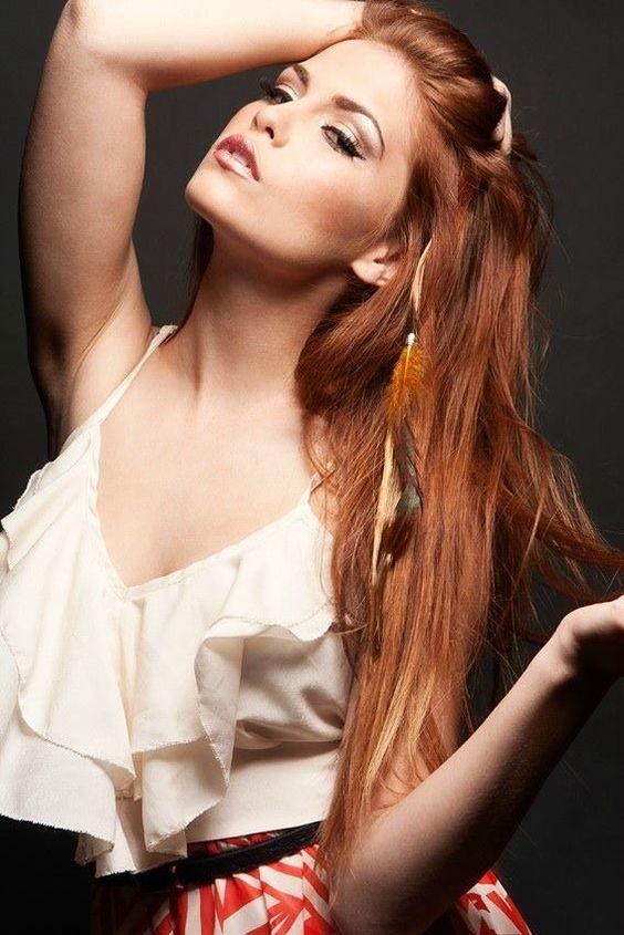 Love her hair & makeup. (: