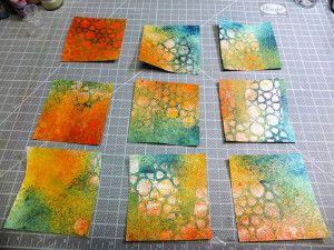 Motivpapier herstellen mit Schablone, Sprühfarbe und Embossingpulver