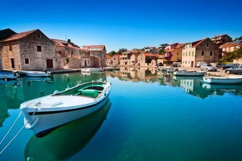 Tour Croatia Visit Dubrovnik Korcula Island Hvar Island Split Pag Island And The Plitvice Lakes Before Crossing Th Croatie Vacances Croatie Croatie Voyage