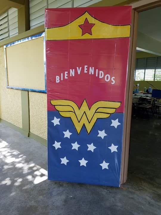 puerta decorada de la mujer maravilla puertas decoradas