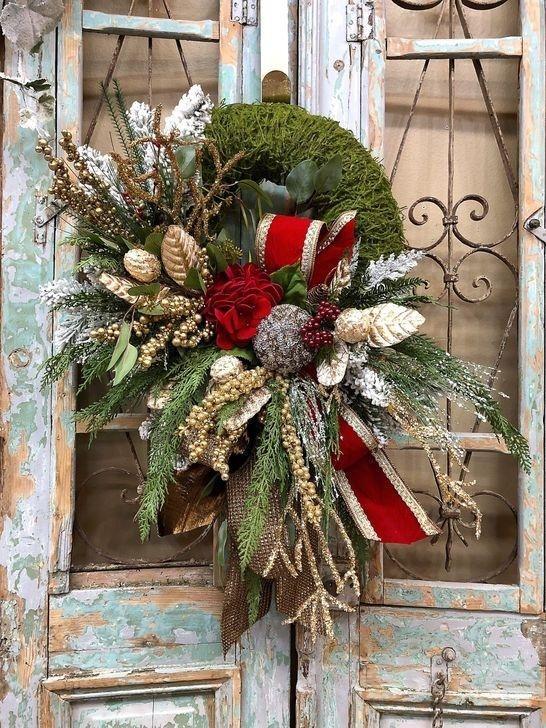 Unique Christmas Wreath Decoration Ideas For Your Front Door 36 Christmas Decorations Wreaths Christmas Door Decorations Christmas Decorations