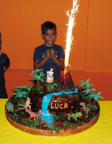[pdz] torta dinosauri con vulcano che esplode davvero :-D