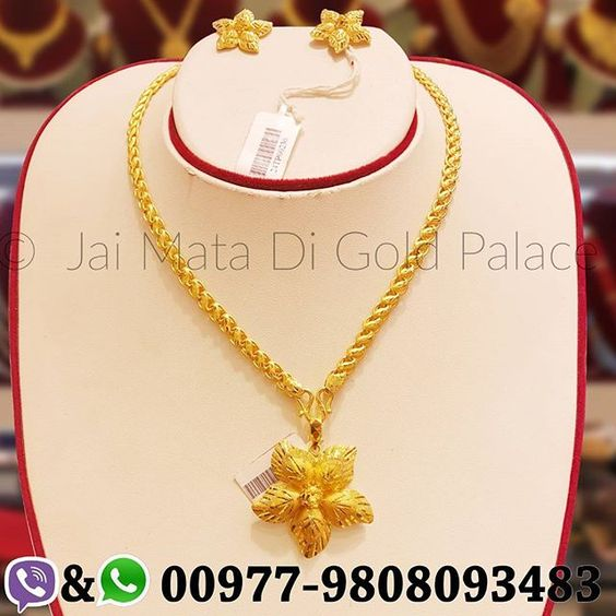 You be my sky, I'll your star. Star design golden pendent, and Tops set, with new design hollow chain. Code: 644 Weight(grams): 17.55, 8.77, 5.89 Carat: 24 #gold #jewelry #jaimatadigoldpalace #chain #pendent #tops #stylish #unique #set