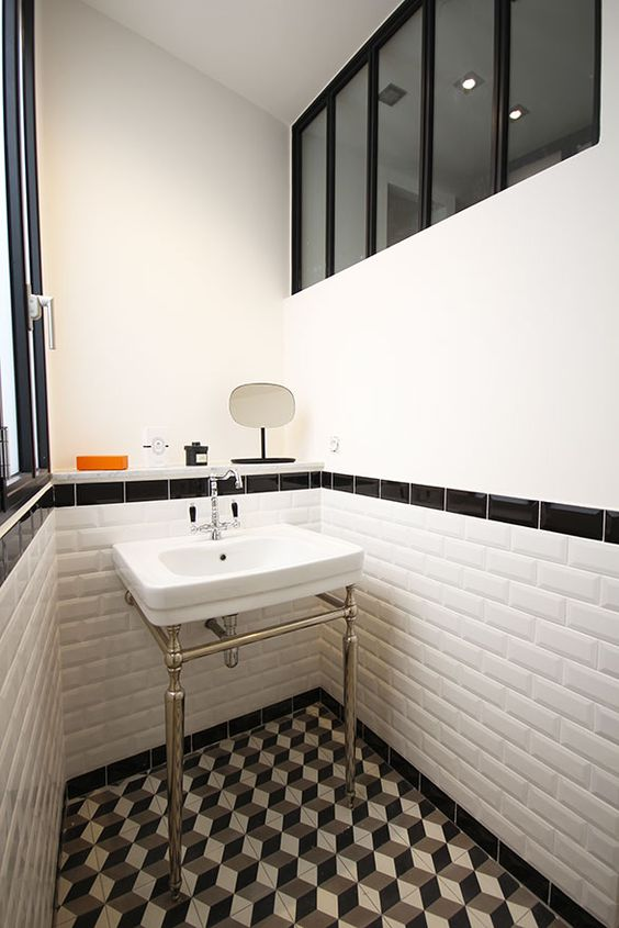 Atelier and r tro on pinterest for Salle de bain carrelage metro