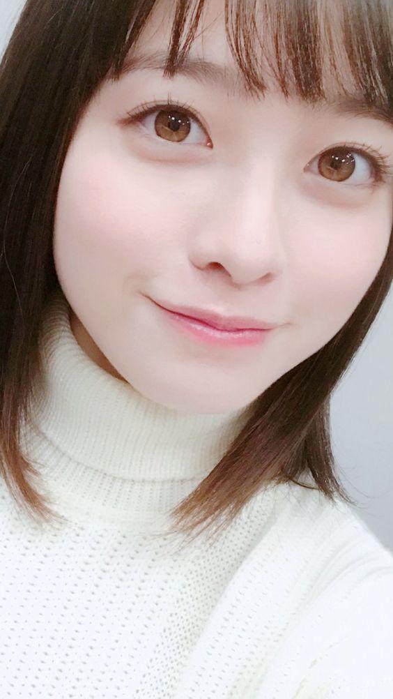 白い服の橋本環奈