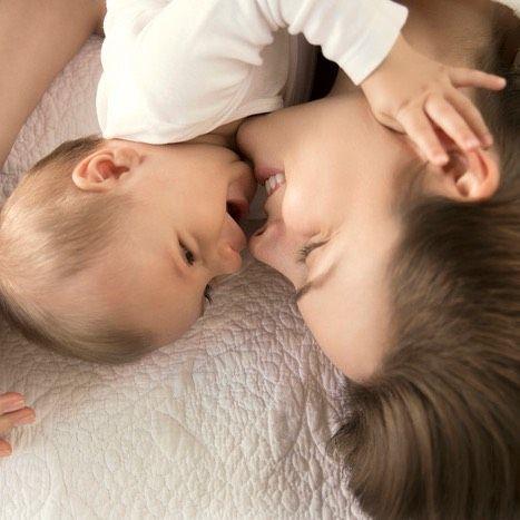 O carinho é uma das formas mais puras de se relacionar. Um simples toque, um gesto, um sorriso: não precisa de muito para fazer do dia de alguém uma lembrança especial. #Natura #Família #Amor