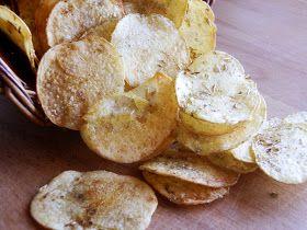 A Cozinha da Ovelha Negra: Chips de batata no forno com creme de ervas