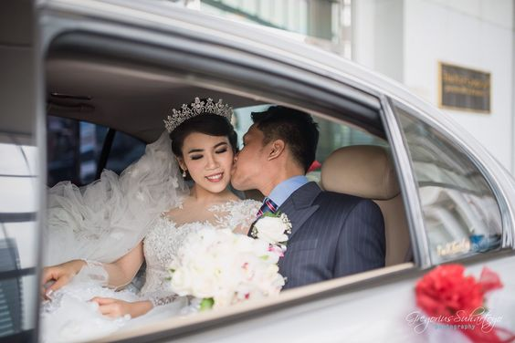 This is incredible! Unique work by  Gregorius Suhartoyo Photography http://www.bridestory.com/gregorius-suhartoyo-photography/projects/wedding-of-grady-vina