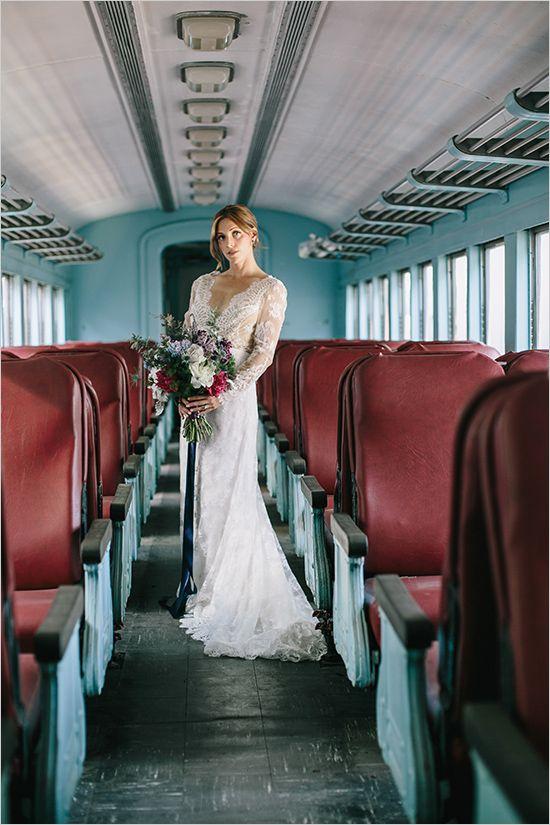 #laceweddingdress #vintageweddingdress @weddingchicks
