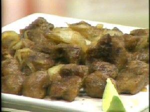 Carne acebolada com proteina de soja.  http://www.vegvida.com.br/site/receitas/carne-de-soja-com-cebola-caramelada-291/#more-291