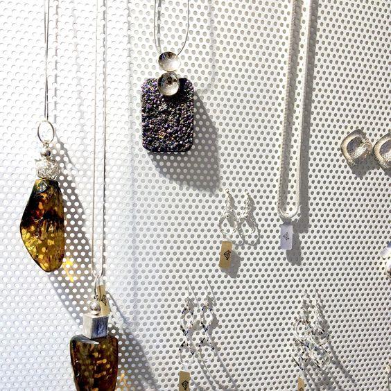 Girocollo con ciondolo in agata cristallizzata montato in argento 925/000