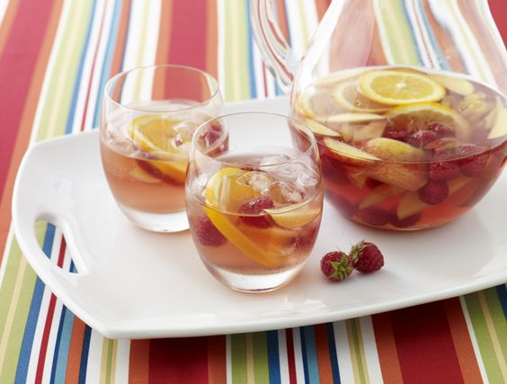 Rose Sangria. Perfect drink for summer! #cocktails