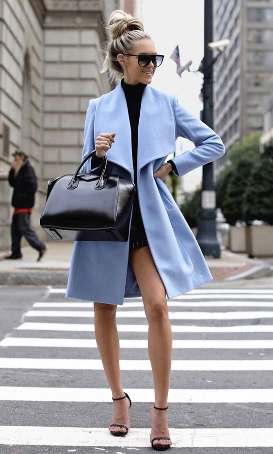 40+ MUST HAVE CASUAL WINTER OUTFITS THAT LOOK EXPENSIVE - the best cold weather casual winter outfits for women that still look good! If you're looking for women's coats, winter style inspiration, casual winter fashion and winter ootd looks, take inspiration from these fashion bloggers to create the best casual outfits for winter! Image © | Blue Coat with Givenchy Antigona bag #winteroutfits #winterfashion #winteroutfitideas #casualoutfits #casualwinteroutfits