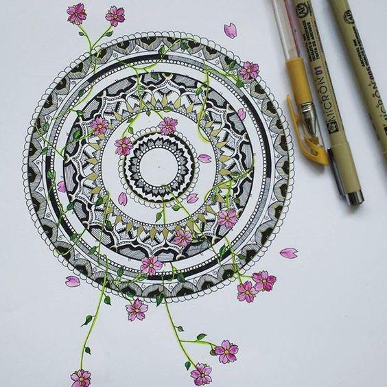 Mandala de @molkoqueen ❤️ . . .  #zentangle #zentanglecondani #zentangleart…