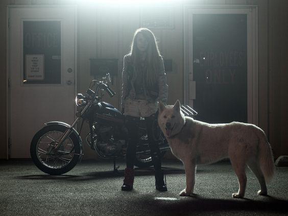 Kristen e seu cão Lobo - Moto Lady