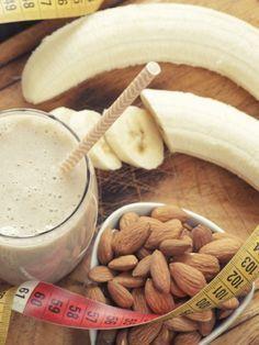Mandeln sind gesund und dank ihres idealen Verhältnisses von guten Fetten und Vitalstoffen sorgen sie dafür, dass Heißhunger ausbleibt und wir weniger essen.