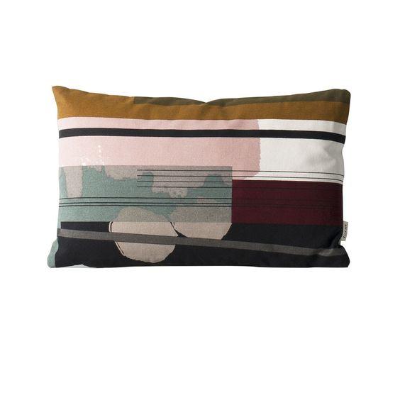 Coussin Colour Block S3 - Ferm Living - Avec sa collection Colour Block, Ferm Living instaure un véritable art textile : la marque de design scandinave multiplie les formes abstraites, géométriques et organiques à travers une palette de couleurs complémentaires et dynamiques qui ornent ces coussins sur les deux faces.
