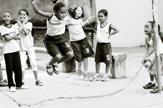 ANTROPOÉTICA - ARTE EDUCAÇÃO E MOVIMENTO: Os jogos e as brincadeiras populares: ressignificando a cultura infantil na escola e no fazer pedagógico