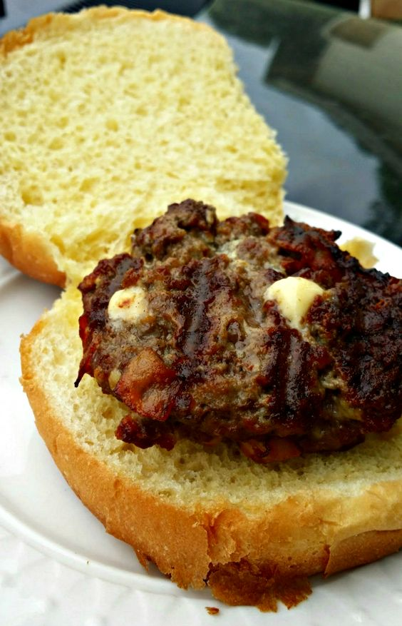 If there ever was question as to whether or not you could have delicious tasting burgers in your own home, I am here to answer that for you. You most certainly can have restaurant-quality but much more affordable burgers right in your own house. Whether you choose to grill them or cook them in a ski…