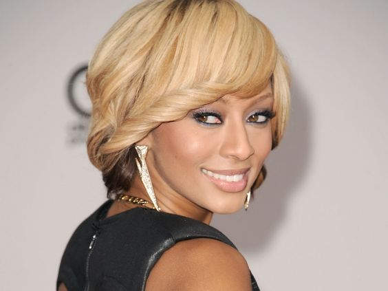 blonde, brune ou cuivrée, son teint lui autorise toutes les colorations.