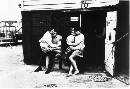 Save your relationship (Broadstairs, 1967, Tony Ray-Jones, National Media Museum)