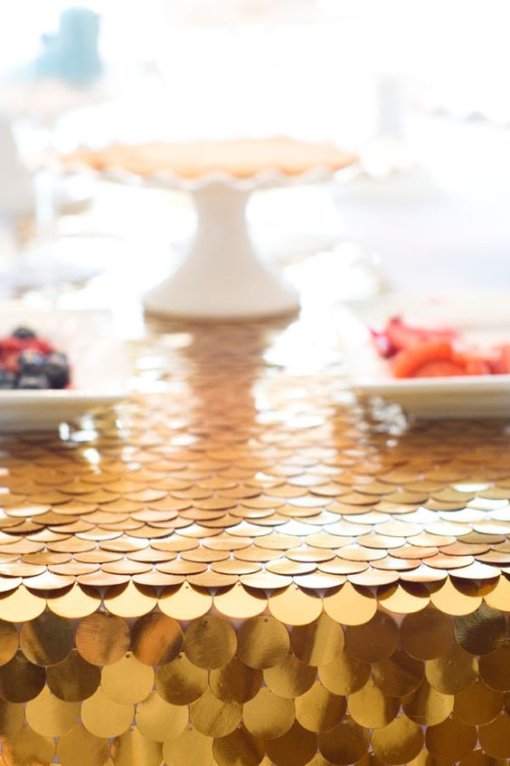 DIY No Sew Table Runner with Sequins by Confetti Sunshine ~ shared on DIY Sunday Showcase on VMG206. #diyshowcase