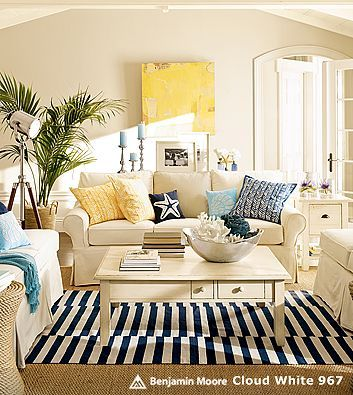 Beach cottage livingroom love the black and white rug with the spashes of yellow and blue for Black white and yellow living room