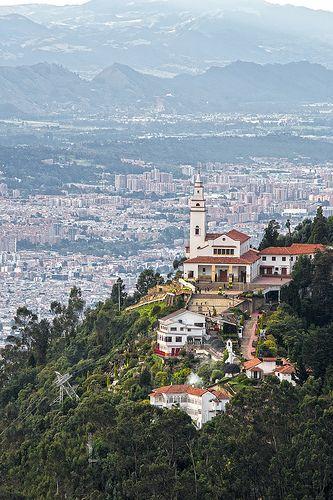 Bogotá desde el cerro de monserrate. Uno de los dos cerros tutelares de la ciudad: