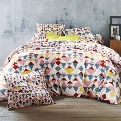 Shopping : 10 ensembles de lit modernes, graphiques et colorés | www.decocrush.fr