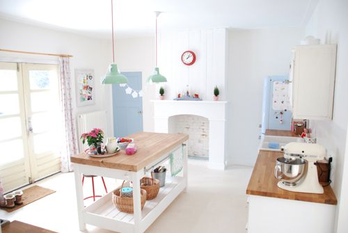 Little Emma English Home: A happy colorful house!