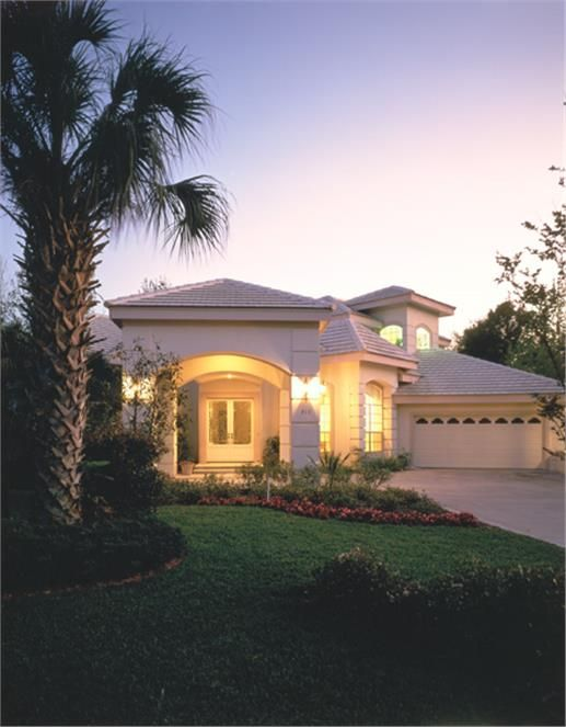 The setting sun makes this beautiful four-bedroom Mediterranean-style home even more attractive. http://www.theplancollection.com/house-plans/home-plan-26721 (Plan # 190-1018)
