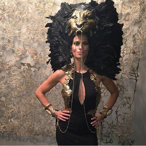 Adoramos nossa amiga que pegou emprestado a cabeça do musical Rei Leão pra ir pra festa. Ta mara! #bailedavogue2016 #BailedaVogue: