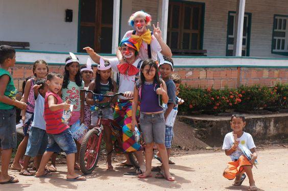 O Instituto Ler para Crescer percorre a bacia do Amazonas levando alegria e leitura para os pequenos que não têm acesso aos universos dos livros.