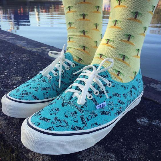 Hello  Aujourd'hui Snoopy vous présente son ile préféré  #depiedferme #DPF #socks #sockgame #ile #island #vanssnoopy by depiedferme