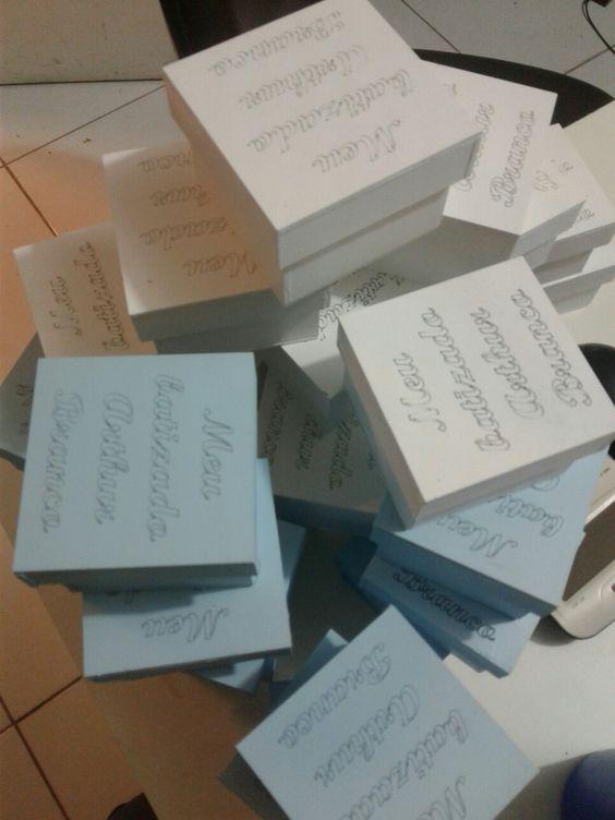 Mais uma produção que encerra,amo o que faço, caixas para lembrança  de batizado personalizada.