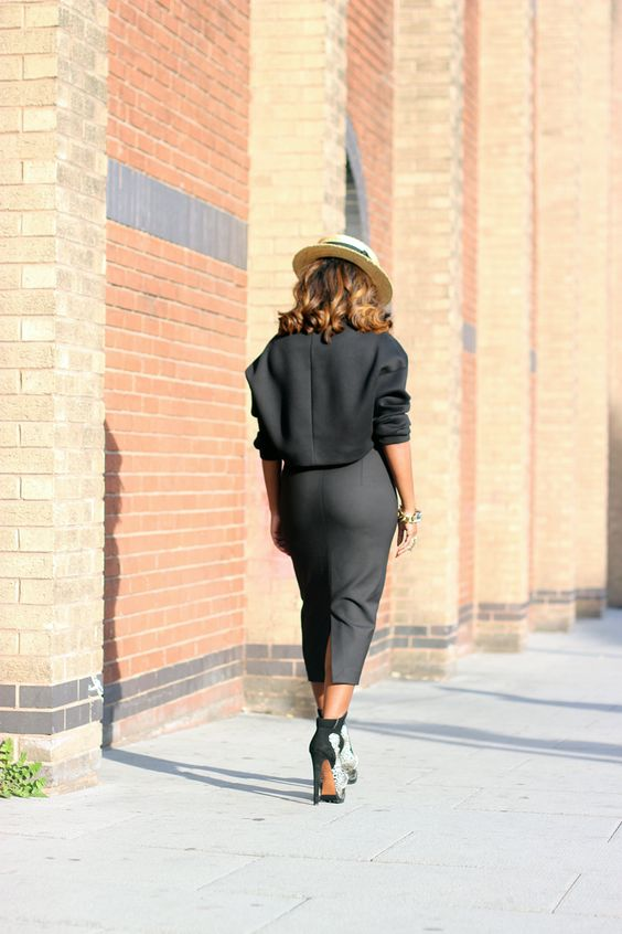 ( Photos by Heidi De Carvalho)     Greeting my fellow readers, I wore this all Black assemble yesterday for brunch in town.  We sho...