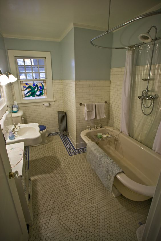 1910 gem of a Montlake Craftsman (in Seattle, WA): Upstairs bathroom with original tile and bathtub.