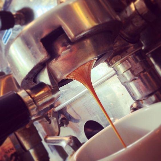 #italiancoffeesecret #piaschenk Stück vom Glück Café Berlin Pankow: Flüssiges Espresso-Gold fließt hier für die glücklichen Kunden!!! http://stueck-vom-glueck.com/#kontakt