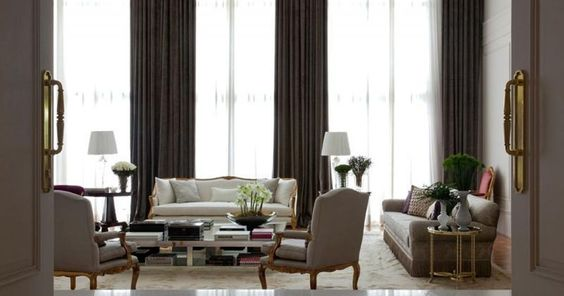Sala de estar com cortina Alta