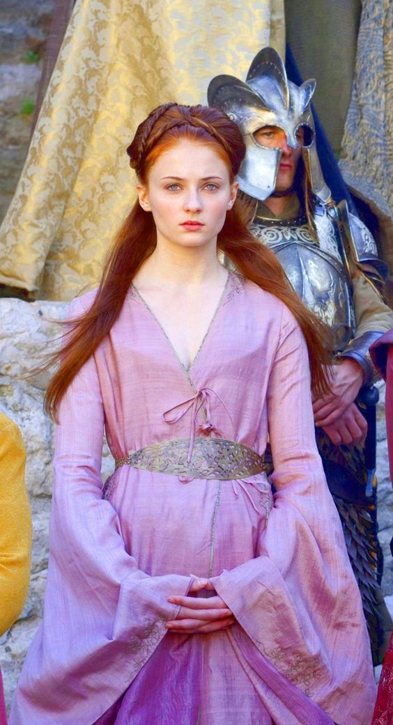 Sansa robe rose sans collier