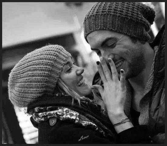 Lembrar com amor é oferecer, no coração, um sorriso que se expande. É um jeito instantâneo e poderoso de prece. É um modo de abraço, não importa o aparente tamanho da distância, nem as enganosas cercas do tempo. Lembrar com amor é levar a vida, no exato instante da lembrança, ao lugar onde a outra vida está...