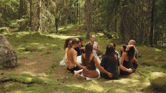 La teoría sueca del amor: grupo hippie
