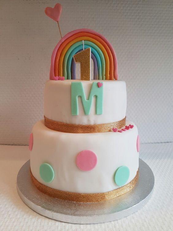 birthday cake one year girl fondant and vanille Loveinabox