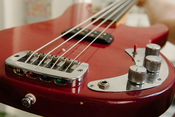 G&L L1000 Fretless Bass.  Know a cool guy who has one of these.