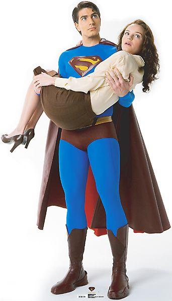 女性を軽々と持ち上げるスーパーマン