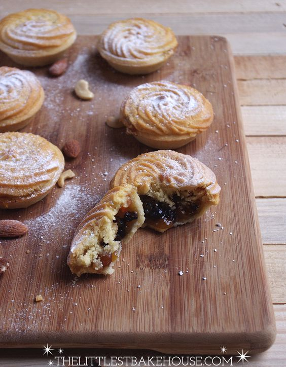 Viennese Mince Pies | The Littlest Bakehouse - I love viennese whirls. Combined with mincemeat is a sure winner. Recipe here - http://thedinnerbell.co.uk/2013/12/viennese-mince-pies/